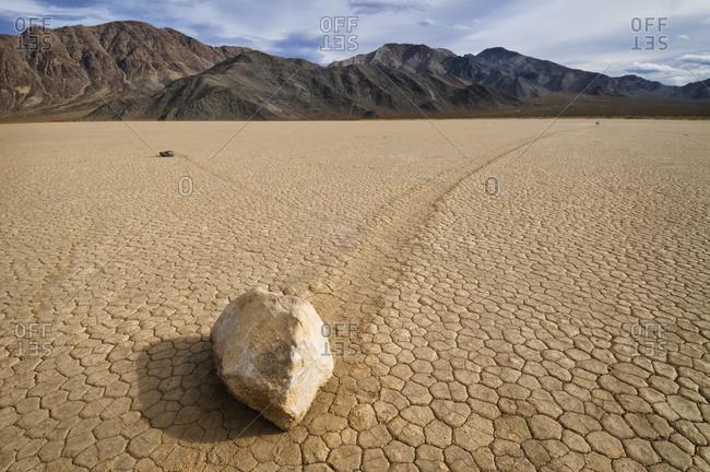 USA, California, Moving rock in desert