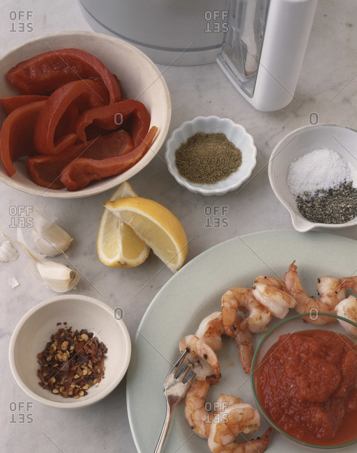 Grilled shrimps with ingredients from above