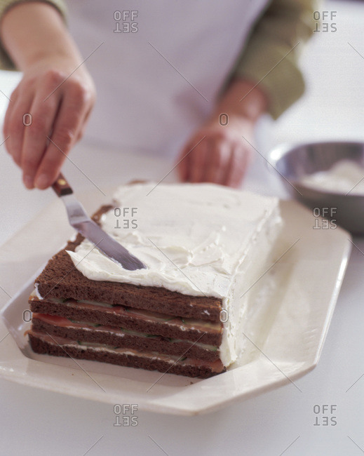 Preparation of sandwich layer cake