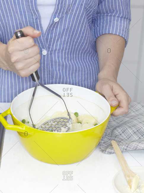 Preparation of mashed potato with peas.