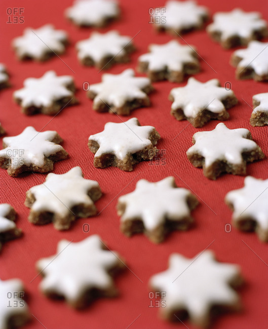 Star shaped gingerbread cookies - Offset