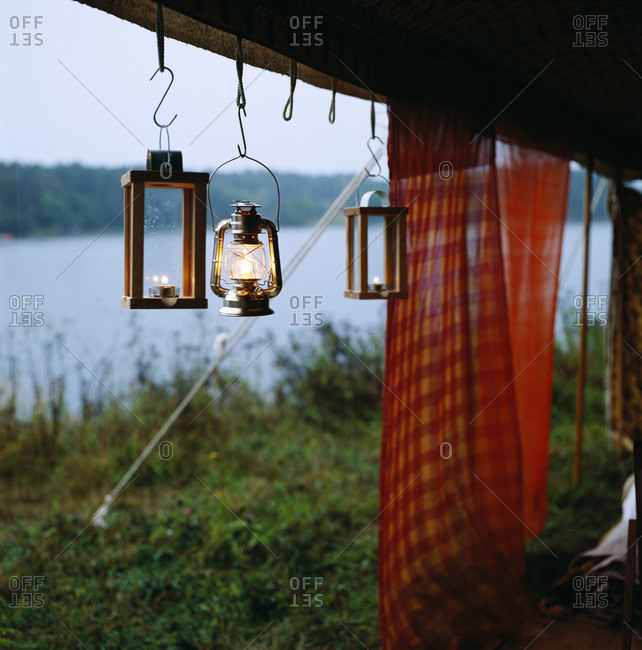 Tissues and lanterns hanging outside