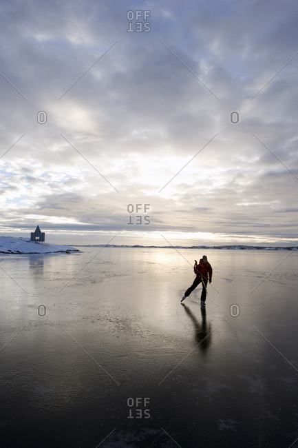 Skating on calm ice - Offset