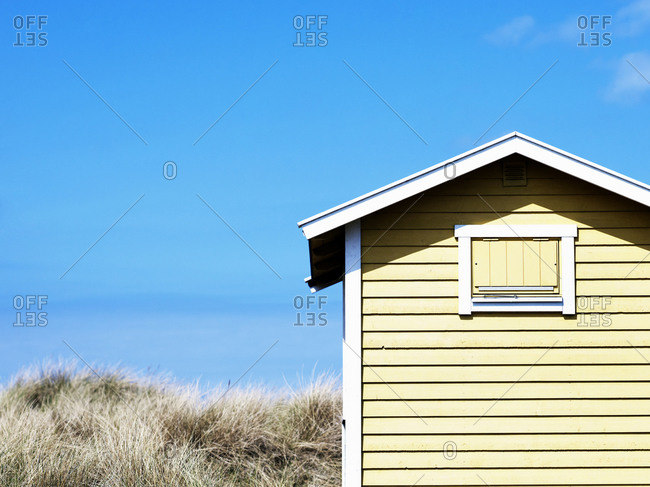 Weekend cottage on beach bath
