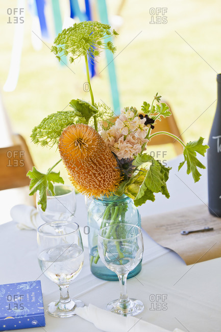 Natural flower table setting at a wedding
