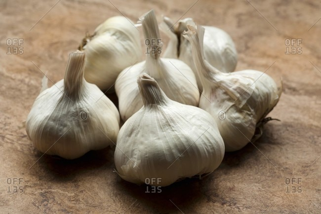 Six Whole Garlic Bulbs