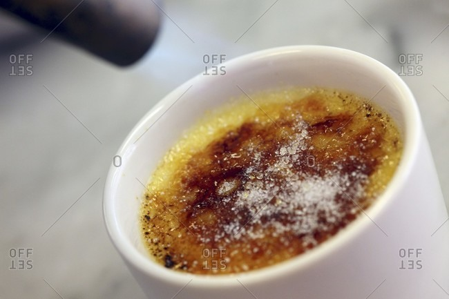 How to caramelize sugar for creme brulee