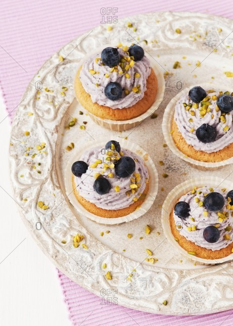 Cupcakes with blueberry and mascarpone cream