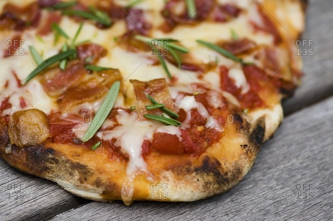 Grilled Pizza with Bacon and Rosemary; Close Up