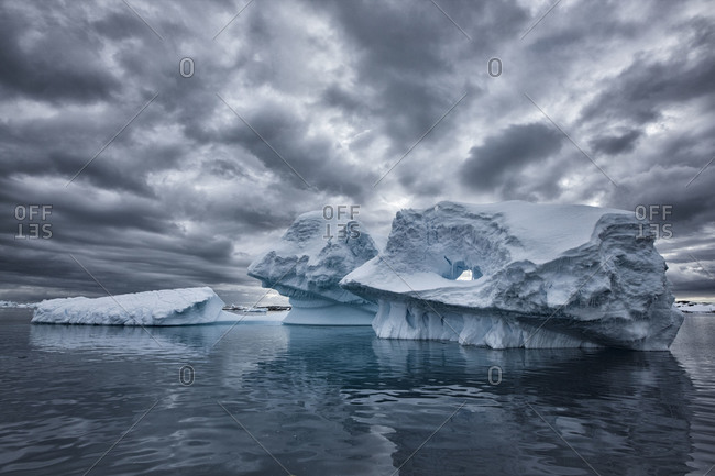 Large iceberg formations floating offshore of the ice sheet of Antarctica