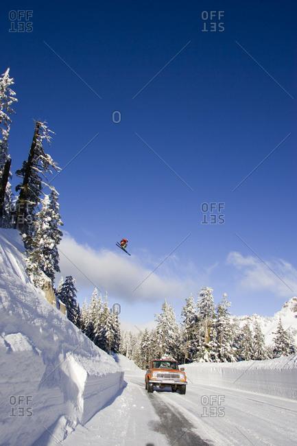 Downhill ski jumper in air