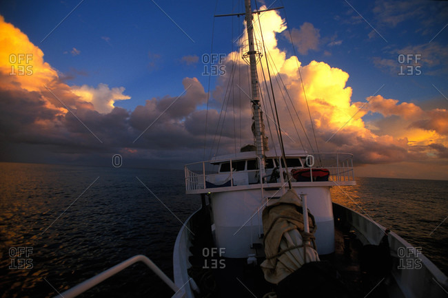 Motor sailing on the South Pacific
