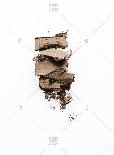Crushed eye shadow
