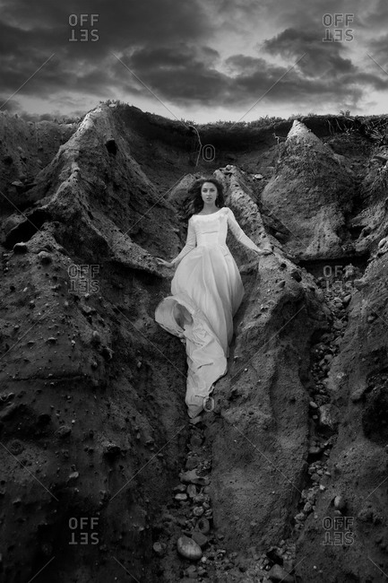 Young bride poses on a cliff