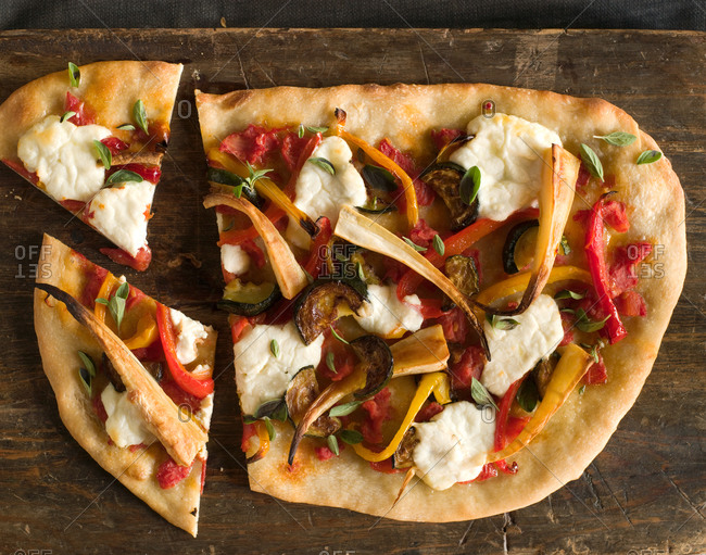 how to make homemade pizza essay Making your own pizza is one of the ultimate cooking experiences no matter how misshapen, over-sauced or charred it comes out, it will always be in a different league to what you can pick up from a takeout pizza chain.