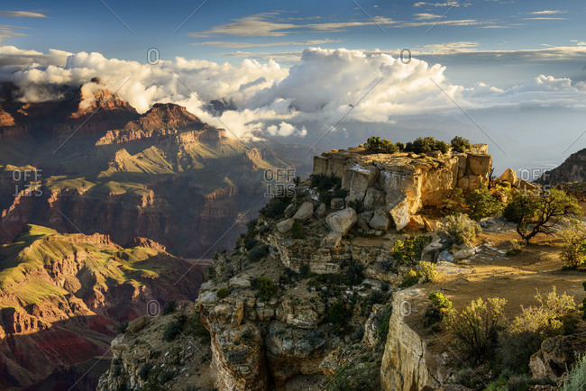A spectacular view of the grand canyon