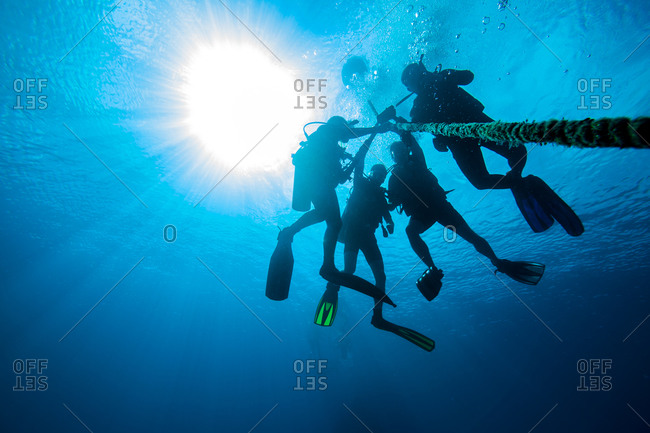 Technical divers decompressing in the depth
