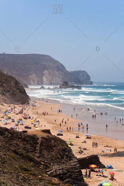 Portugal, Algarve, Sagres, Tourist on praia da condoama