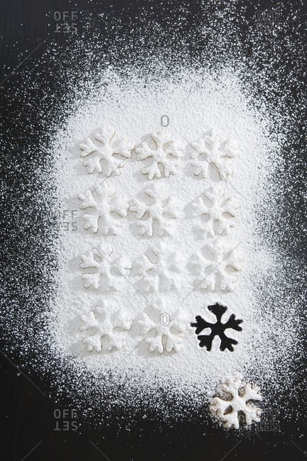 Christmas biscuits with icing sugar (overhead view)