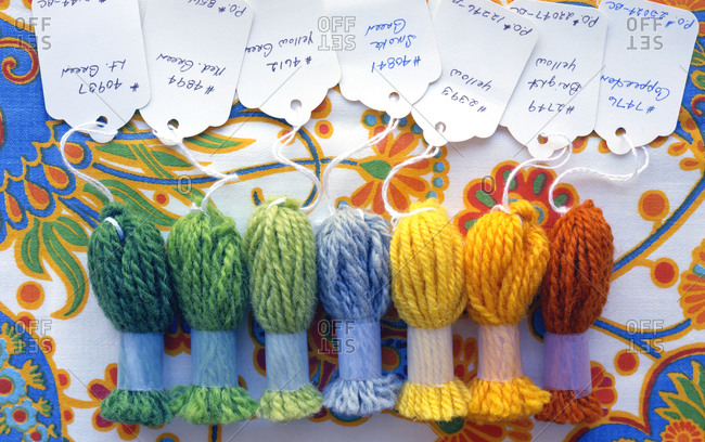 Colorful yarns with labels - Offset