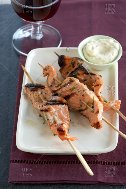 Salmon skewers with glass of red wine