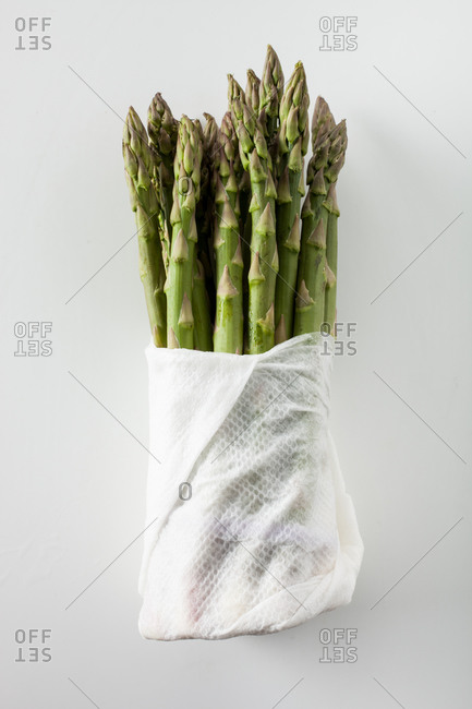 Bundle of asparagus wrapped in paper towel