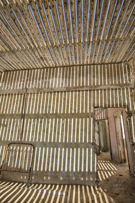 Slat room in Kolmanskop - Offset