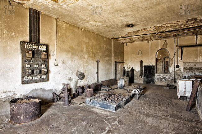 Ice makers and electrical devices in Kolmanskop