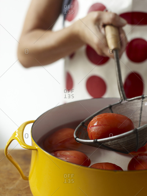 Straining boiled tomatoes
