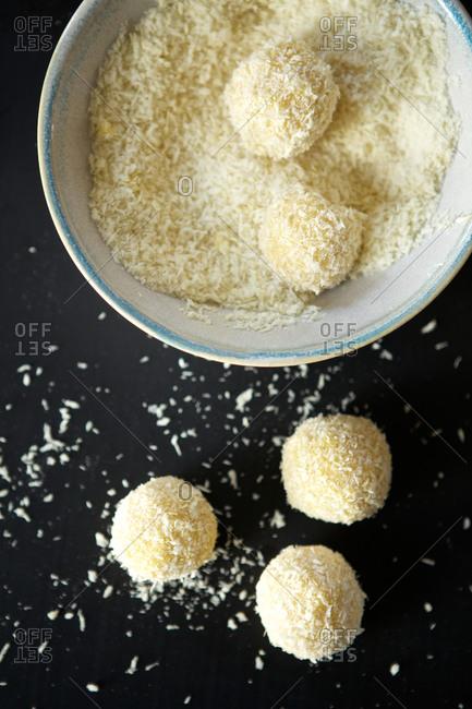 Dough balls in coconut flakes.
