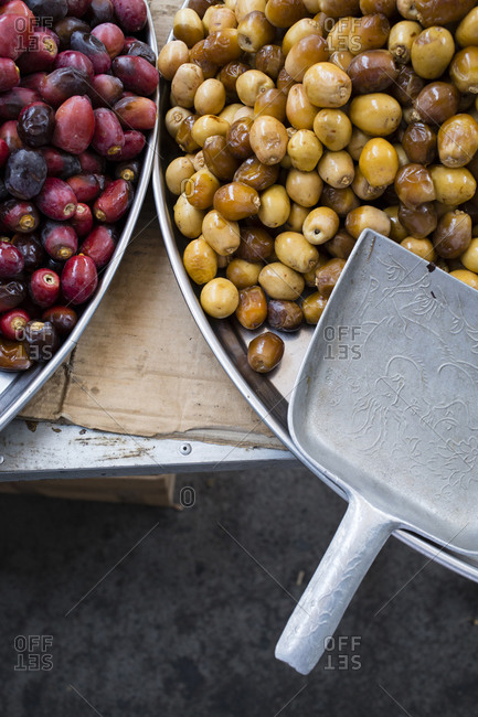 Fresh raw date fruits displayed on trays for drying