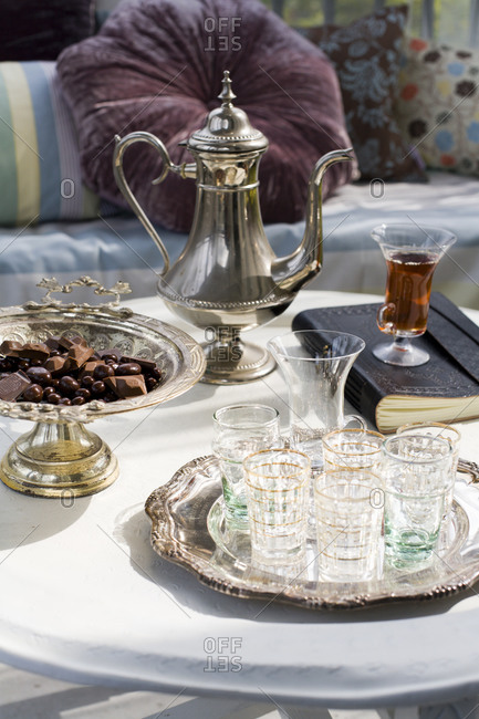 Teapot and glasses on a table