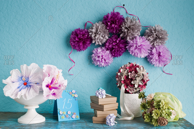 Colorful paper flower decorations - Offset