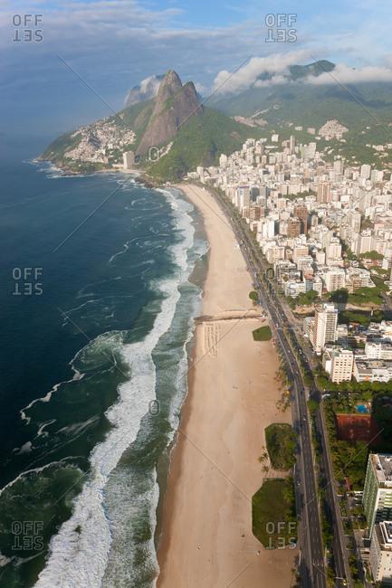 Ipanema Beach, Ipanema, Dois Irmaos mountain in background, Rio de Janeiro, Brazil