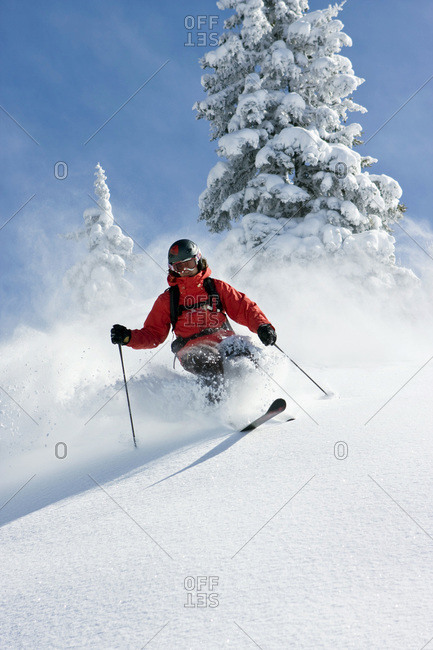 Austria, Tyrol, KitzbÂ'_hel, Pass Thurn, Freeride, Man skiing downhill