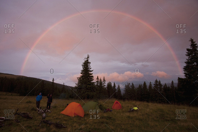 Rumania, Carpathian Mountains, Mountainbikers camping