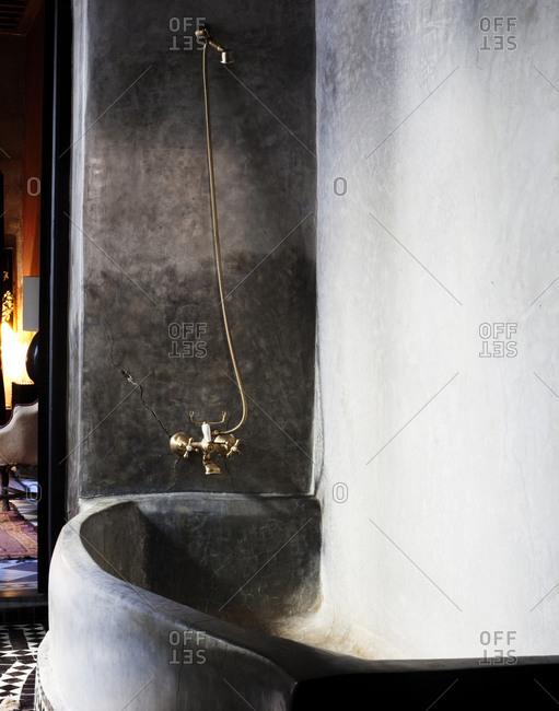 Bathtub with copper faucet