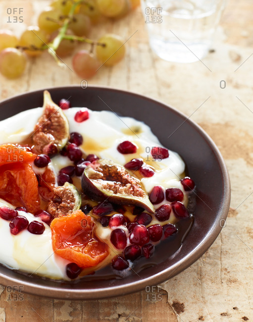 A dessert of fruit, yogurt and honey