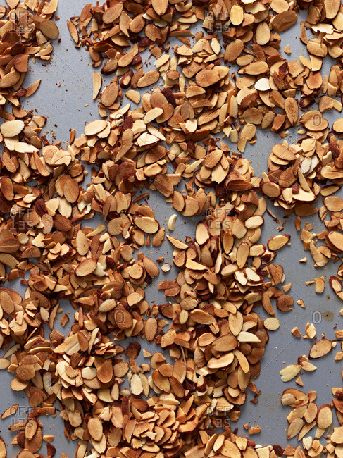 Sliced, toasted almonds