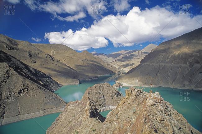 Reservoir near Gyangze threatens to flood an ancient hilltop fort.