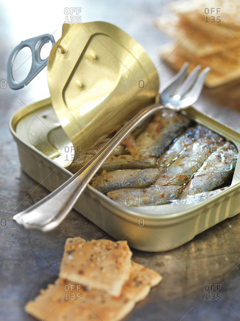 Ring-pull can of sardines in oil and crackers