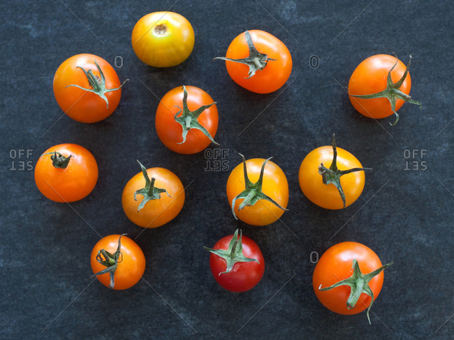 Top view of fresh tomatoes on kitchen counter