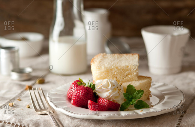 Pound cake with strawberries and whipped cream