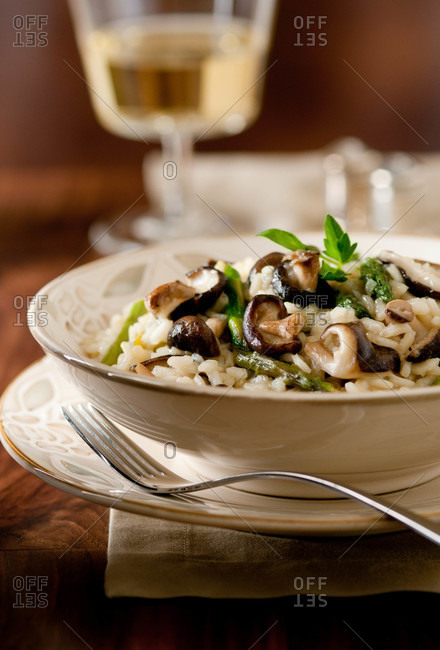Mushroom risotto with asparagus
