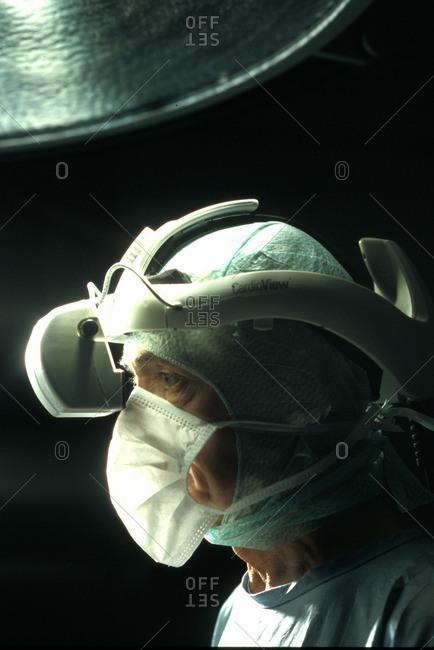 Doctor perfomring cardiac surgery