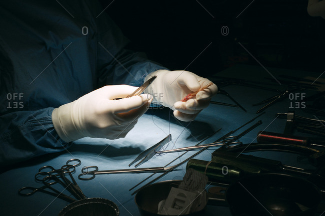 Preperation of graft for knee ligament surgery
