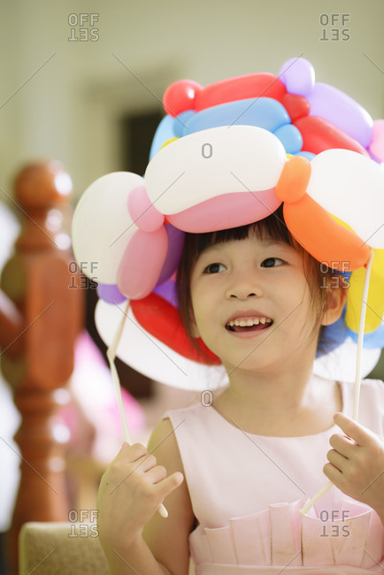 Girl wearing a balloon hat