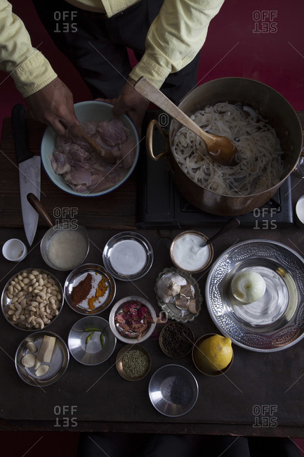 Making creamy chicken curry
