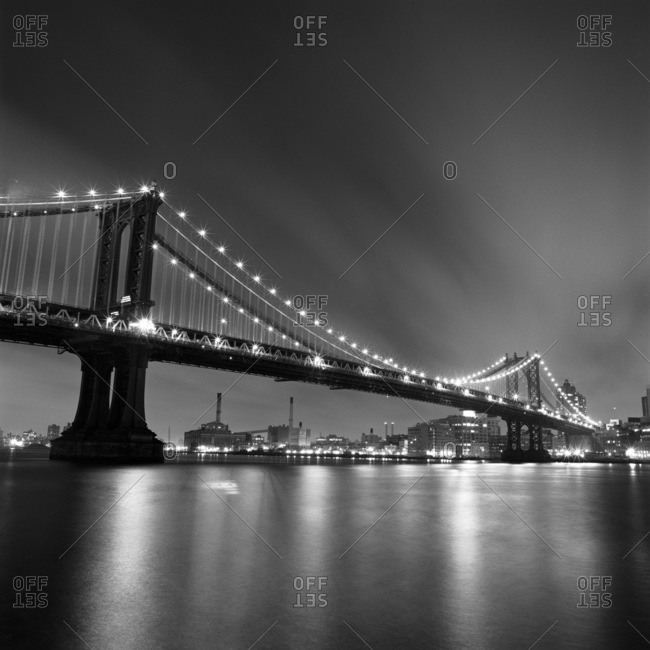 Manhattan Bridge connecting Lower Manhattan with Brooklyn at night