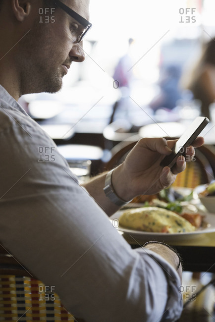 Man checking phone in a café
